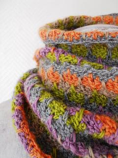 Crochet_snood_b_small2