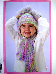Patons_500801_toasty_scarf__hat_and_mittens_set_small