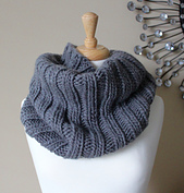 Bulky_ribbed_cowl_small_best_fit