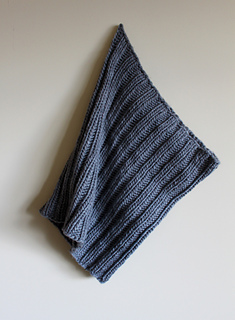 Bulky_ribbed_cowl_hanging_small2