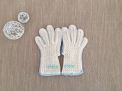 Gloves_offwhite_lightblue_beads_kids1_small