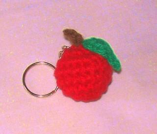 Crochet_apple_keychain_small2