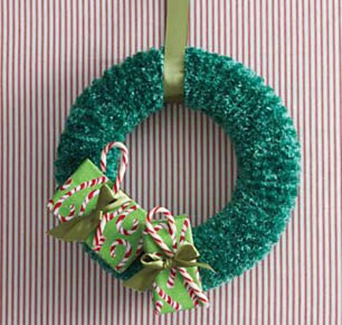Ravelry Christmas Wreath Knit Pattern By Bernat Design Studio