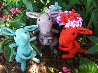 Mob_of_kangaroos_small2