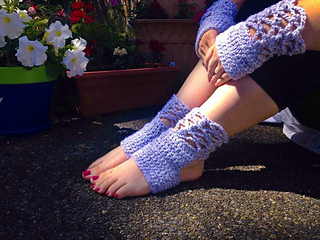 Sublime_serenity_hand_warmers_and_yoga_socks-lacey_small2