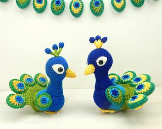 Peacocks_and_buntings_small2