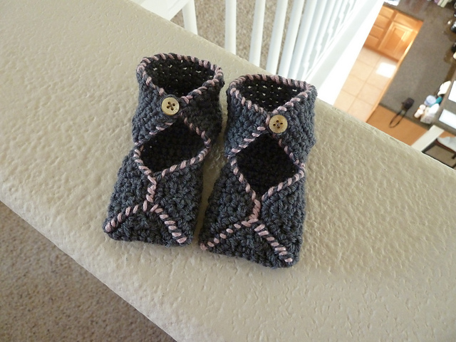 Ravelry Tootsie Wrap Crocheted Baby Booties Pattern By Erica