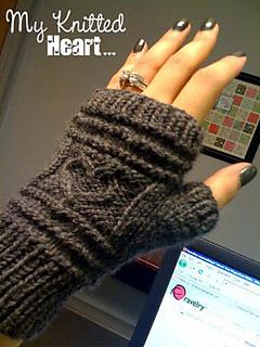 Heart_you_fingerless_gloves_small2