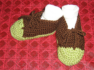 Crocheted_sneakers_001_medium_small2