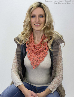 Broomstick-lace-crochet-donna-wolfe-naztazia-triangle-head-neck-scarf-neckerchief_small2