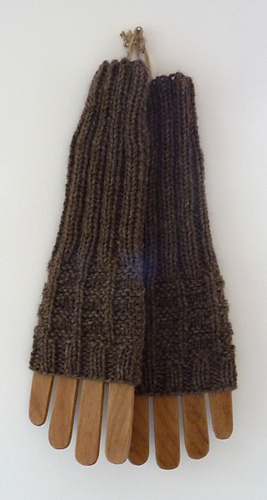 Fingerless_mitts_3_medium