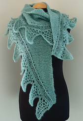 Sharks_tooth_crescent_shawl__001_small_best_fit