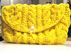 Cabled_cashmere_handbag_medium_small