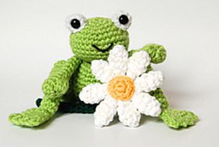 Cute_frog_and_daisy__right__small2