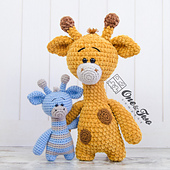 Gladys_the_giraffe_amigurumi_crochet_pattern_01_small_best_fit