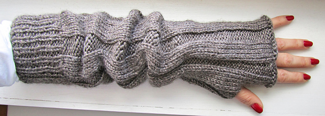 Ravelry Ribbed Fingerless Gloves Pattern By Chez Pascale
