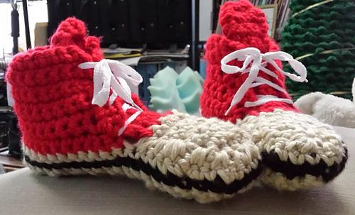 Sneakers_adult__slippers_08_medium