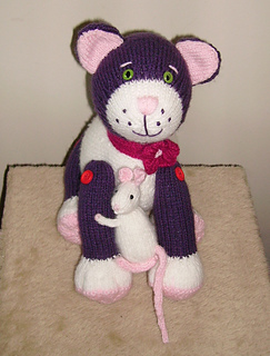 Kitkat_and_her_mousey_friend_small2