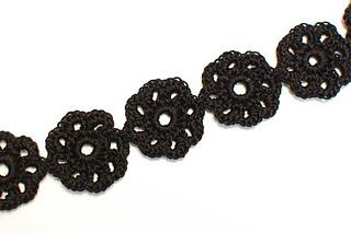 Crochet_flower_choker__1_of_2__small2