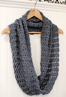 Crochet_infinity_scarf_pattern__2_of_5__small2