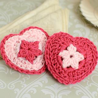 Crochet_heart_sachets-3_small2