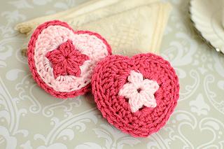 Crochet_heart_sachets_small2