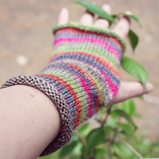 Striped_mitts_3_small2