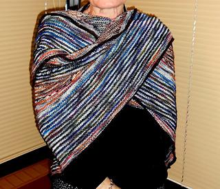 Triangular_shawl_wrapped_small2