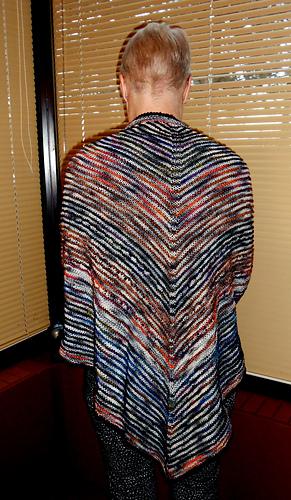 Triangular_shawl_medium
