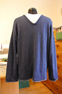 Comfy_v_neck_jumper_for_men__and_women___1__small2
