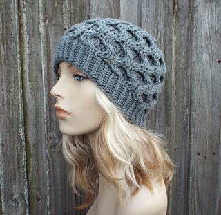530e8ef1e0f Ravelry: Bee's Knees Honeycomb Beanie pattern by Diane Serviss