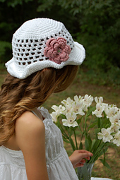 Rose_sun_hat_002_resized_smaller_small_best_fit