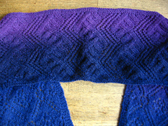 Zigzag_and_diamonds_scarf-_center_section___part_sides_small