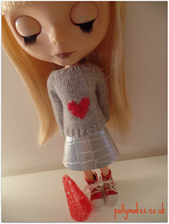 Heart_sweater_2_small2