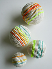 Crocheted-balls-600-5_small