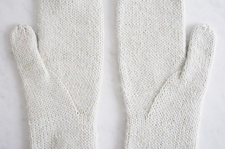 Arched-gusset-mittens-600-16-661x441_small2