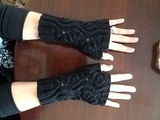 Fingerless_mittens_small2