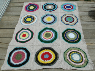 Circles_in_square_throw_2_small2