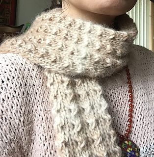 Scarf Pattern Using Alpaca Yarn Of Natural Color