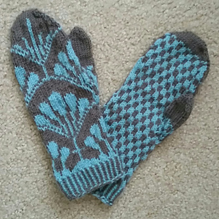 Fanfare_mittens_1_small2