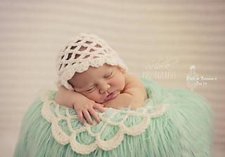 Wm-bonnet-doily-_small2