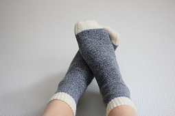 Apicturebookmind_drizzly_day_socks_small_best_fit