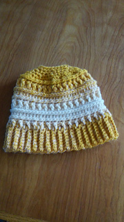 Ravelry  M ssy Bun Katniss Hat pattern by By Bell  Haken  Z00 e7613d4d413
