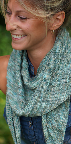 Easy_shawl_a_2_dsc00279_medium