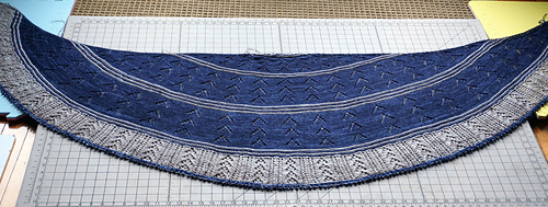 2_color_shawl_dsc01123_medium