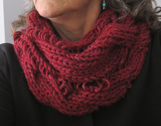 Twisted_cabled_cowl_018_small2