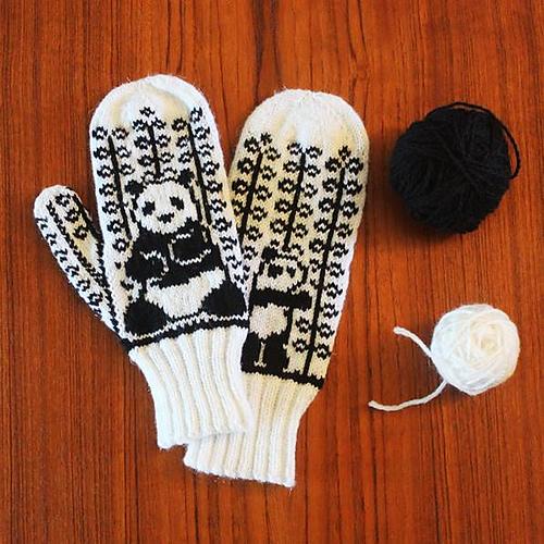 Reverse Panda Mittens par Rebecca Tsai