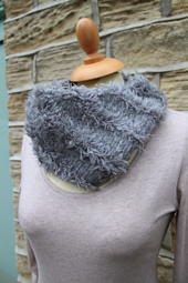 Brushed_fleece_and_fur_cowl_small_best_fit