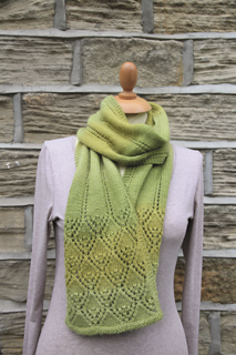 Smiling_diamonds_lace_scarf_1_small2