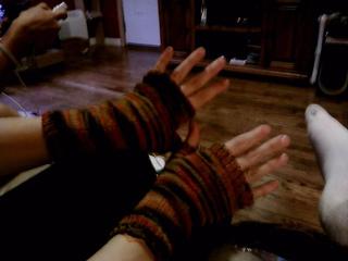 Fingerless_gloves2_small2